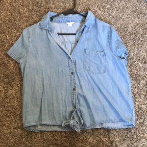 Jean/light blue shirt